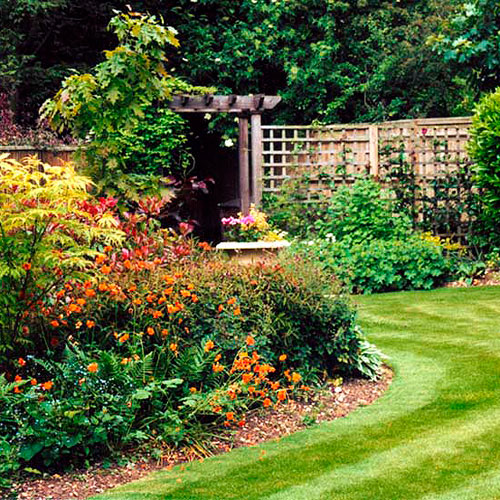 Buckinghamshire garden landscaped and designed to ...